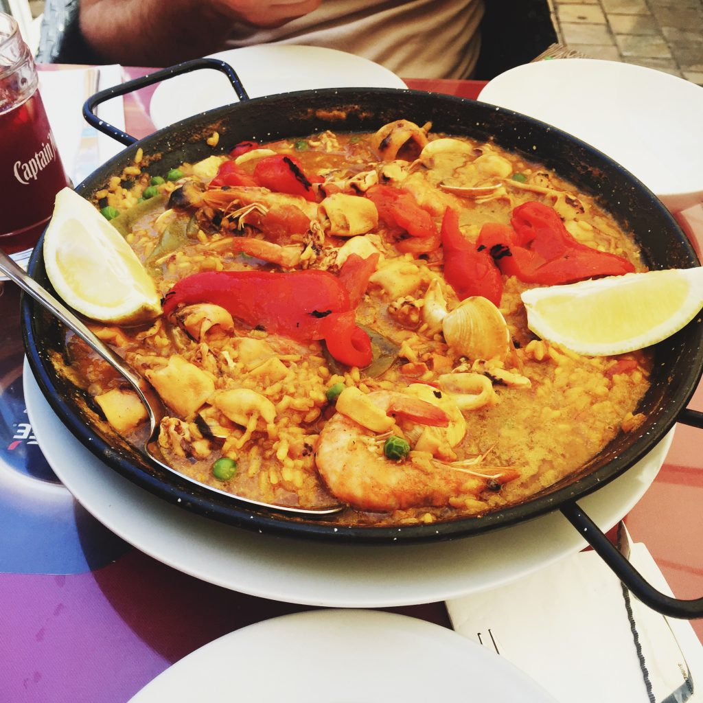Paella в другом ресторане, так как самую вкусную сфотографировать не успела :D