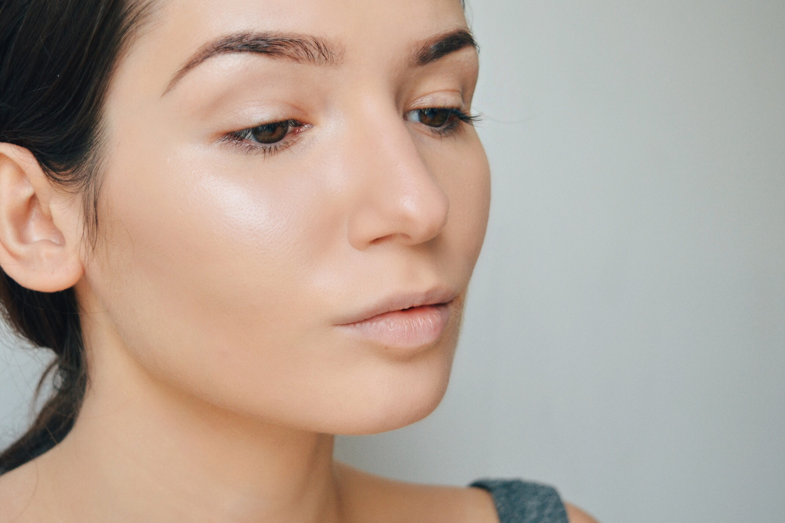 6. The result after applying Illuminating Powder with Real Techniques 'Buffing Brush'.