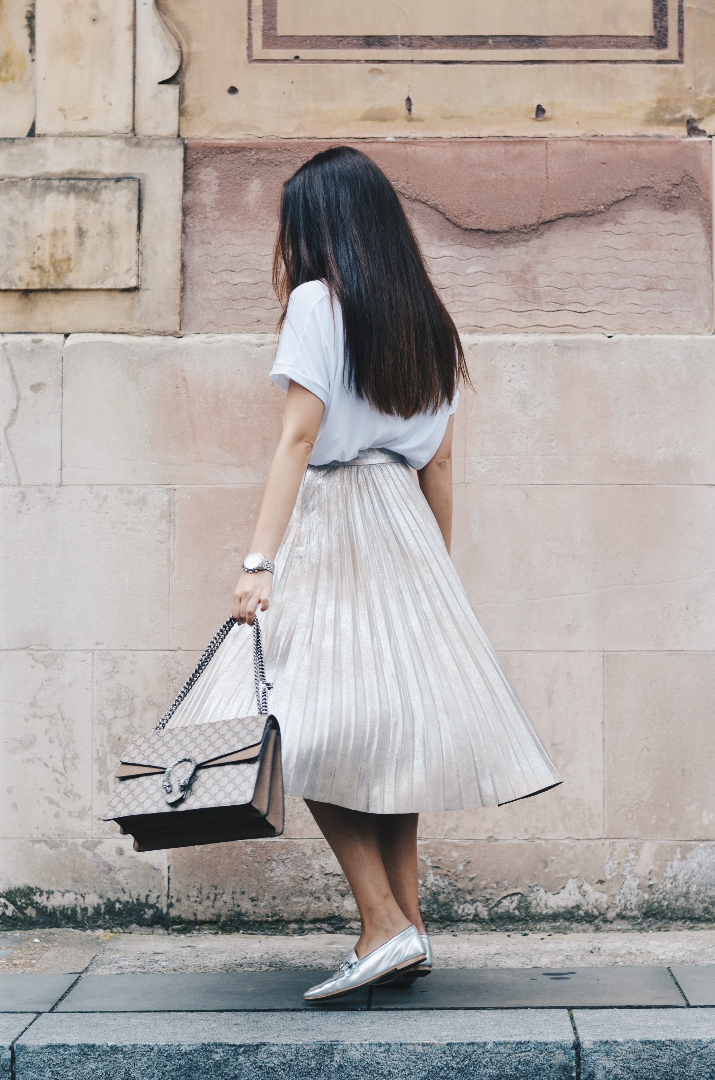 Top: ZARA   Skirt: ZARA   Shoes: Office   Bracelet: Tiffany & Co   Watch: Thomas Sabo   Bag: Gucci